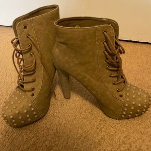 Tan lace up heeled bootie